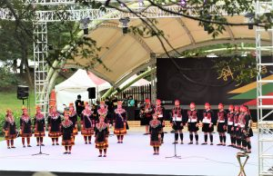 Supaw青年會排灣樂舞團(施靜沂攝影、提供)